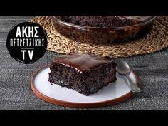 Σοκολατόπιτα σε 10 λεπτά από τον Άκη Πετρετζίκη. Φτιάξτε την πιο νόστιμη και ζουμερή σοκολατόπιτα με επικάλυψη γκανάς σοκολάτας σε χρόνο ρεκόρ! Greek Recipes, Delicious Desserts, Sweet Tooth, Recipies, Food And Drink, Sweets, Chocolate, Baking, Youtube
