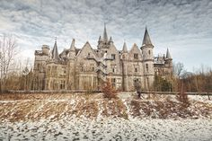 Haunting photos of abandoned castles