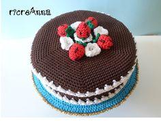 Torta all'uncinetto realizzata ricoprendo vari elementi di recupero. Crochet cake: different pieces together and cover to crochet