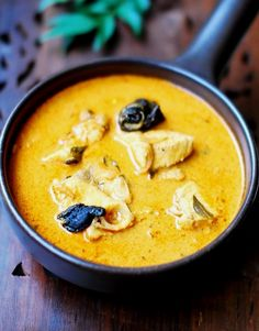 Kerala Fish Curry With Coconut Milk - Tofu Bowl Rezepte Curry Recipes, Seafood Recipes, Indian Food Recipes, Cooking Recipes, Cooking Fish, Kerala Recipes, Cooking Turkey, Cooking Chili, Prawn Recipes