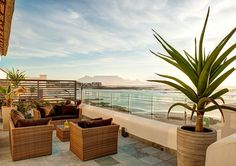 Santa Maria Beach House And Spa bied waarlik die allerbeste uitsig! Santa Maria Beach, Outdoor Seating, Outdoor Decor, Most Beautiful Cities, Stunning View, Cape Town, Perfect Place, South Africa, Beach House