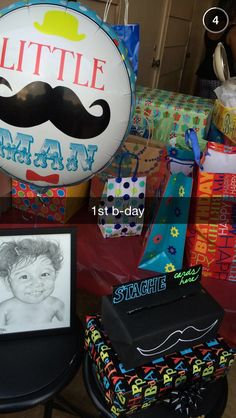 Present and birthday card/envelope table