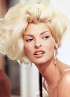 Linda Evangelista in Vogue 1991