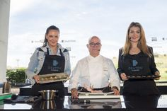 The current Miss World Mireia Lalaguna  and the entrepreneur Mireia Verdu learn how to cook a delicious red mullet Sashimi with the lessons of Kabuki Restaurant chef, Ricardo Sanz, at #MMOpen Dekton stand.