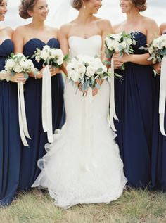 Love the colors (white/green/blue) against the blue dresses.