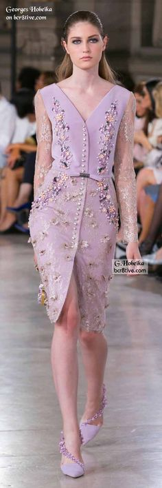 Georges Hobeika Fall 2016 Haute Couture fashions combine elegant simplicity and lines with creative, expert level couture beaded embroidery. Look Fashion, High Fashion, Fashion Show, Fashion Design, Fashion News, Couture Fashion, Runway Fashion, Womens Fashion, Dream Dress