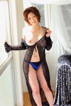 sheissosexy:  Amazon: 初裸 virgin nude 奥田咲 [DVD]: 初裸 virgin nude 奥田咲 [DVD]