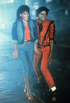 """Michael Jackson became a pop icon in the Jackson's hits such as """"beat it"""" and """"thriller"""" launched him into the spotlight. Moda 80s, Japonesas Hot, Look Disco, Vintage Outfits, Vintage Fashion, Vintage Style, Vintage Skirt, 80s Costume, 80s Aesthetic"""