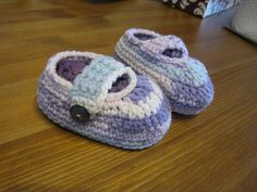 Ravelry: Simple baby booties pattern by Jessica Felton. Free pattern.