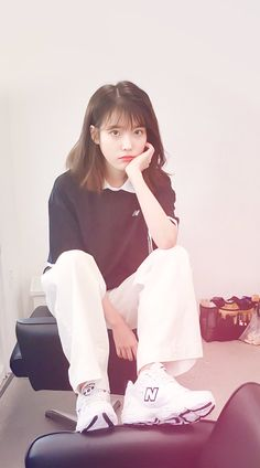 IU #wallpaper #dlwlrma Korean Short Hair, Korean Girl, Asian Girl, Iu Fashion, Korean Fashion, Iu Twitter, K Idol, Korean Actresses, Korean Outfits