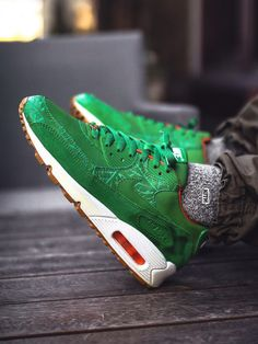 Nike Air Max 90 Homegrown - 2006 (by Air Max 1, Nike Air Max, Nike Sb, Buy Sneakers, Air Max Sneakers, Nike Trainers, Swag Outfits, Shoe Collection, Shoe Game
