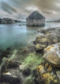 .~Le moulin à marée du Birlot, Île de Bréhat, Côtes d'armor, France~.