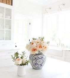Bright kitchen and bright blooms //