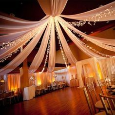 Une tenture blanche pour un mariage somptueux, faites de votre salle une décoration réussie avec ce rouleux de 12 mètres de tenture blanche