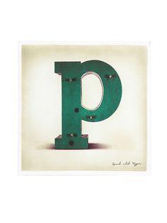 Buchstabe 'P' auf Leinwand! Ausgefallene Deko, ganz gleich, ob als Teil eines Wortes oder stellvertretend für z.B. einen Namen! Inspirierend!