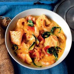 Spinach, tomato, prawn and salmon curry. This tasty fish curry recipe is packed with healthy spinach and tomato, a perfect addition to luxurious salmon and prawns. Salmon Recipes, Seafood Recipes, Indian Food Recipes, Cooking Recipes, Healthy Recipes, Batch Cooking Freezer, King Prawn Recipes, Seafood Curry Recipe, Healthy Meals
