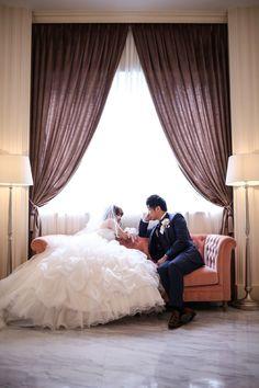 【前撮り指示書】人気のお座りショット、旦那さんのポーズはどうすればカッコイイ?にて紹介している画像 Dress Sites, Concept Photography, Shot List, Wedding Photoshoot, Wedding Dresses, Home Decor, Wedding Ideas, Happy, Wedding