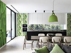 Tendance Greenery : murs verts pour une cuisine blanche