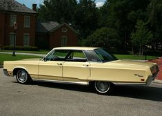 1967 Chrysler Newport Hardtop - Pristine Classic Cars For Sale Peugeot, Chrysler Convertible, Chrysler Newport, Us Cars, American Pride, Plymouth, Mopar, Cars For Sale, Old School