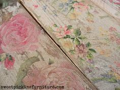Floral Wood Tutorial – Using Napkins! Sweet Pickins - napkins on wood - I especially like the look of the right-hand piece, especially how much it's been distressed. I have an old dining chair that I use on my porch that might like this! My Furniture, Shabby Chic Furniture, Furniture Makeover, Painted Furniture, Refinished Furniture, Furniture Design, How To Decopage Furniture, Decopage Wood, Shaker Furniture