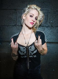 Brody Dalle by Jenn Five. Brody Dalle, Chica Punk, The Distillers, Shirley Manson, Women Of Rock, Metal Girl, Grunge Hair, Hard Rock, Rock And Roll