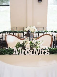 The Mr & Mrs sign is the perfect decor for the sweetheart table! Photographer: Tracy Enoch Photography