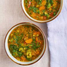 vegan rode linzensoep recept - Food and Friends Quick Vegan Meals, Vegan Recipes Easy, Soup Recipes, Curry Pasta, Jamie Oliver, Plant Based Recipes, Veggies, Vegetarian, Favorite Recipes