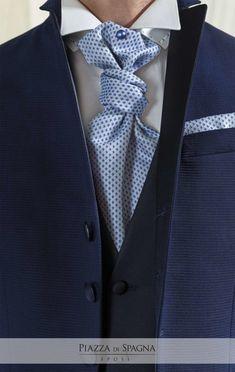 👔 Cravatta o plastron? Colletto alla francese o diplomatico? In ogni caso, #Privè ti riserva abiti di alta qualità, dallo stile senza tempo. Scoprili nell'atelier Piazza di Spagna a Rende e su http://www.piazzadispagnasposi.it/collezioni/sposo/prive/