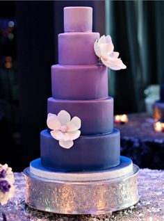 This is really elegant. I would do the color the other way around. So white cake and purple flowers.