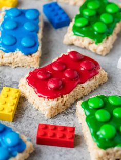 Lego Rice Krispie Treats are easy to make for your Lego lover. Great for a Lego … Lego Rice Krispie Treats are easy to make for your Lego lover. Great for a Lego birthday party or Lego themed allergy friendly treat for school! Rice Crispy Treats, Krispie Treats, Yummy Treats, Sweet Treats, Bebidas Com Rum, Good Food, Yummy Food, Cookies Et Biscuits, Sugar Cookies