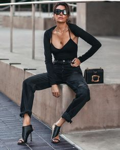 Sexy all black outfit - black bodysuit with shrug, black denim, black heels. Edgy, rocker style fashionedchicstyling Edgy Outfits, Grunge Outfits, Grunge Fashion, Rocker Style, Rocker Chic, Leather Jacket Outfits, Edgy Style, All Black Outfit, Girls Party Dress