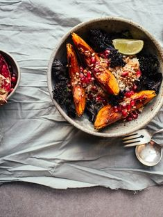 Squash & Crispy Kale Bowls with Pomegranate and Miso-Ginger Dressing - Izy Hossack - Top With Cinnamon Miso Ginger Dressing, Slow Cooker, Quinoa Salat, Fall Dishes, Fall Recipes, Delicious Recipes, Kale, Meal Prep, Cravings