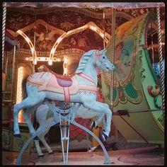 #karusellissä #heppa #hyvää #itsenäisyyspäivää! #wooden #horse  #hevonen #carousel