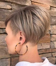 Lovely Short Hairstyles Thin Hair Ideas 06 Idee per capelli corti belli acconciature sottili 06 Bob Hairstyles For Fine Hair, Fast Hairstyles, Short Pixie Haircuts, New Haircuts, Trending Hairstyles, Short Hairstyles For Women, Fashion Hairstyles, Pixie Hairstyles, Short Thin Hair
