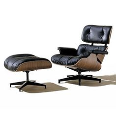 Eames Lounge Chair and Ottoman 将来自室におくことが確定しているラウンジチェア。