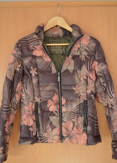 À vendre sur #vintedfrance ! http://www.vinted.fr/mode-femmes/doudounes/15920808-doudoune-a-fleurs-fourree-plumes-doie