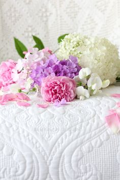 Vintage white quilt holding white hydrangeas, spring colored florals & pink roses - so fresh and pretty! Romantic Home Decor, Romantic Cottage, Shabby Chic Cottage, Shabby Chic Decor, Lavender Roses, Pink Roses, White Hydrangeas, Simply Beautiful, Beautiful Flowers