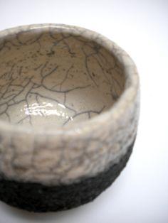 Bicchiere da tè. Terra semirefrattaria, cottura raku.