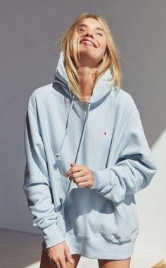 Best Comfy Sweatshirts and Hoodies to Women. Hoodies Outfit ideas for women. Cute Designer Sweatshirt fashion for winter and fall. Hoodies For Teens, Trendy Hoodies, Outfits With Hoodies, Fashion Hoodies, Cute Summer Outfits, Casual Outfits, Cute Outfits, Tomboy Outfits, Emo Outfits