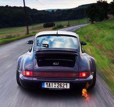 Porsche 964 spitting flames!
