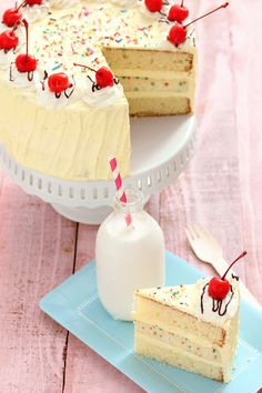 Banana Split Cake (filled with Banana Cheesecake)