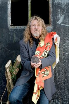 Robert 'The Ancient King' Plant holding his seal, The Owain Glyndwr Seal ... and wearing the flag