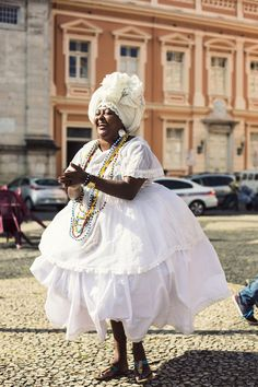 A tour of the historic Salvador de Bahia, Brazil, the Capital of Happiness Salvador, Brazil Costume, Oshun Goddess, African Art Projects, Yoruba Religion, Brazilian Women, African Culture, People Around The World, Traditional Dresses