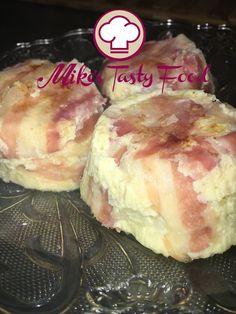 Tortino di cavolfiori e pancetta Detroit-style – Mike's Tasty Food IngredientiGrammiOnce Cavolfiori28010 Formaggio piccante1003 1/2 Uova2 pezzi Pancetta arrotolata16 fette Sale, Pepequanto basta Preparazione:  Tagliare in piccoli pezzetti i cavolfiori. Bollirli per 5 minuti e lasciarli raffreddare. Frustare energicamente i cavolfiori spaccandoli, aggiungere il formaggio tagliate a piccoli pezzettini, uova, sale e pepe. Imburrare gli stampi e rivestirli con la pancetta. Riempire…