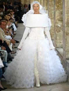 Linda Evangelista em desfile da Chanel em 2003