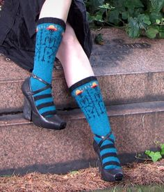 These socks are just... wow. Días de los Muertos skull pattern. I must try this. (... and I like the shoes).