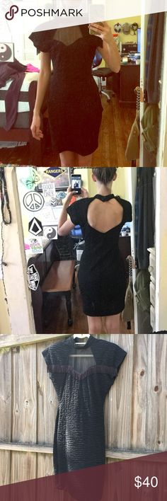 """Vintage Dress 👗 Very cute! A lot  of detail. Has shoulder pads. No holes or stains. Very good condition! I'm 5""""6 103 pounds and it fits good. Could fit better with someone a bit bigger then me! vintage Dresses Mini"""
