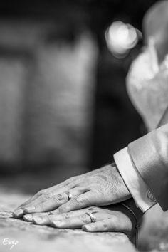 Photo noir et blanc des Alliances Technique Photo, Photo Couple, Holding Hands, Photos, Photo Black White, Promise Rings, Pictures