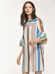 Los vestidos y monos de mujer de SS 2017 de Massimo Dutti: vestidos largos, elegantes, de encaje, guipur, rectos o drapeados. Siéntete deslumbrante.