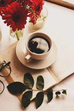 How Coffee Maker Works Coffee Is Life, I Love Coffee, My Coffee, Coffee Drinks, Morning Coffee, Coffee Maker, Coffee Shop Photography, Book Photography, Coffee And Books